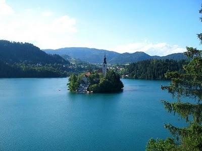 http://www.indirbak.com/blog_resim/Bled_Golu-_Slovenya.jpg